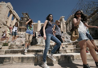 Λιγότεροι στα Μουσεία, περισσότεροι στους αρχαιολογικούς χώρους